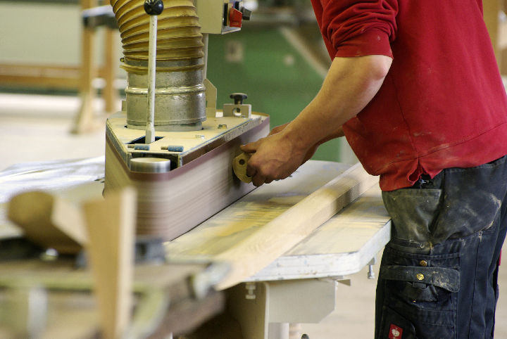 Bild 1 Lehrling Tischler (m/w) oder  Tischlereitechniker (m/w) mit Schwerpunkt Produktion