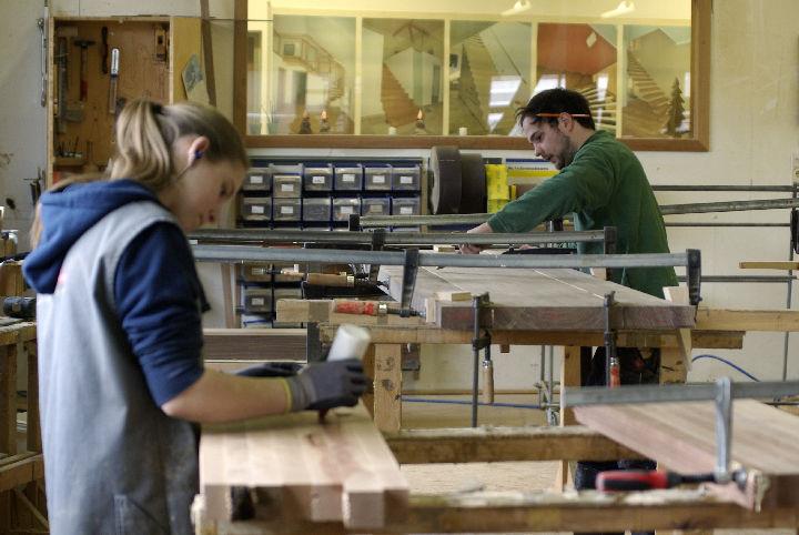 Bild 3 Lehrling Tischler (m/w) oder  Tischlereitechniker (m/w) mit Schwerpunkt Produktion