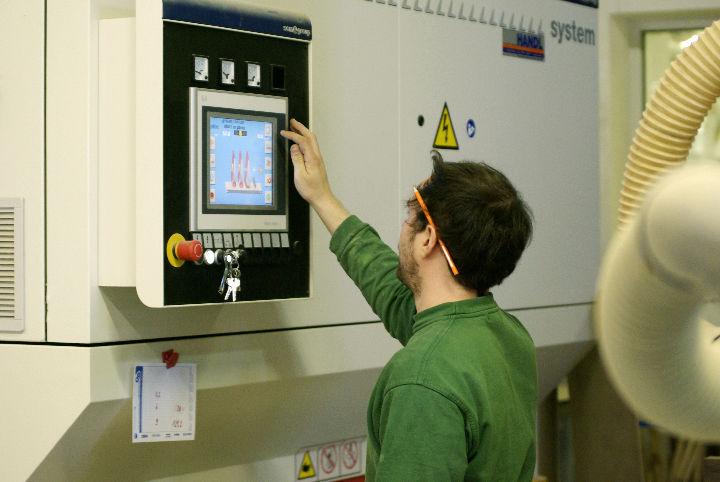 Bild 5 Lehrling Tischler (m/w) oder  Tischlereitechniker (m/w) mit Schwerpunkt Produktion